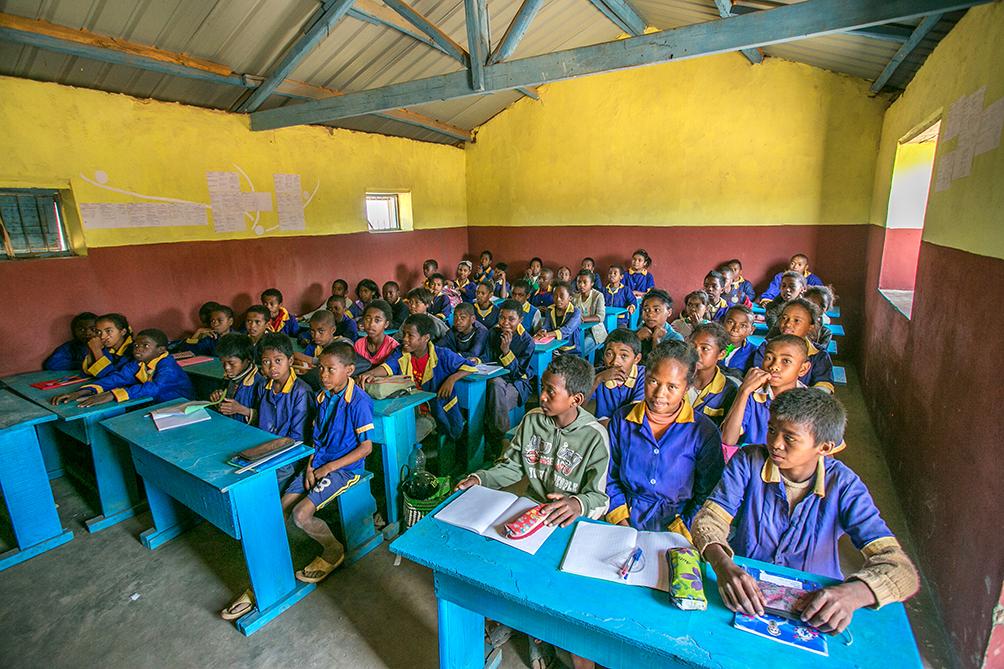 Les salles accueillent beaucoup d'élèves par rapport à leur superficie
