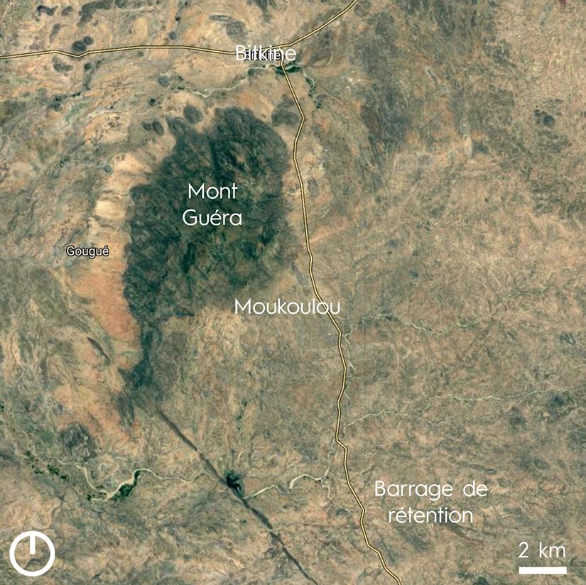 Au Sud-Est du Mont Guéra se situent le village de Moukoulou ainsi que le barrage de rétention.